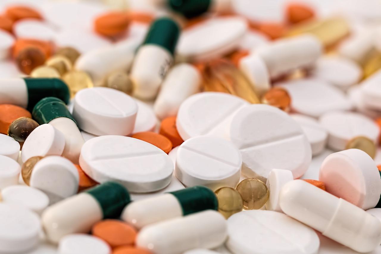 【睡眠薬】睡眠導入剤マイスリーやハルシオンの効果や副作用、睡眠薬との違い「口内炎」の原因かもしれない?!